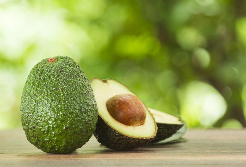 Как выбрать и чистить авокадо